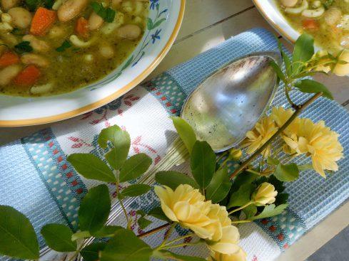soupe de haricots aux pâtes et pesto 1